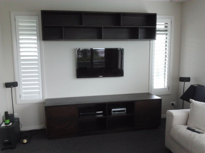 wall shelves and tv