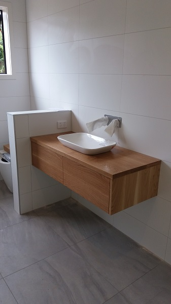 Main bathroom oak vanity